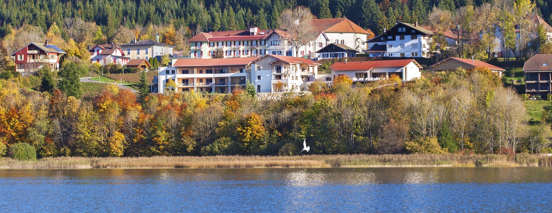 Vue de l'hôtel spa Les Rives Sauvages à Malbuisson